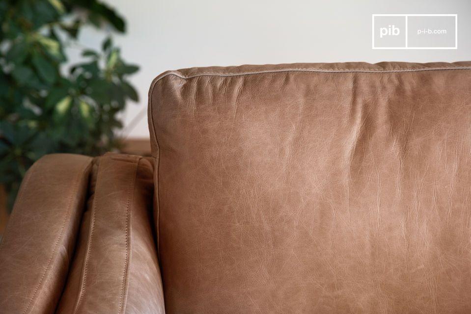 Eebenfalls lässt sich dieser 3-Sitzer dem passenden Stuhl oder bei größeren Räumen