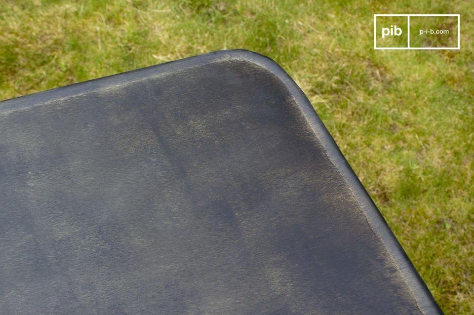 Falttisch aus 100% Metall mit leichtem Patina-Effekt