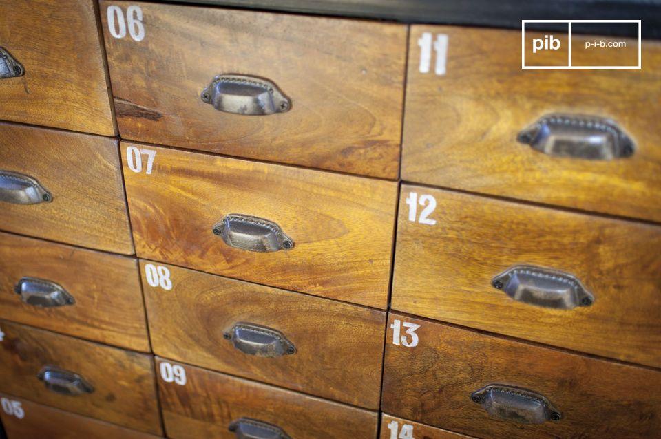 Die Kommode Shawinigan ist ein Möbelstück im industrie-vintage Stil