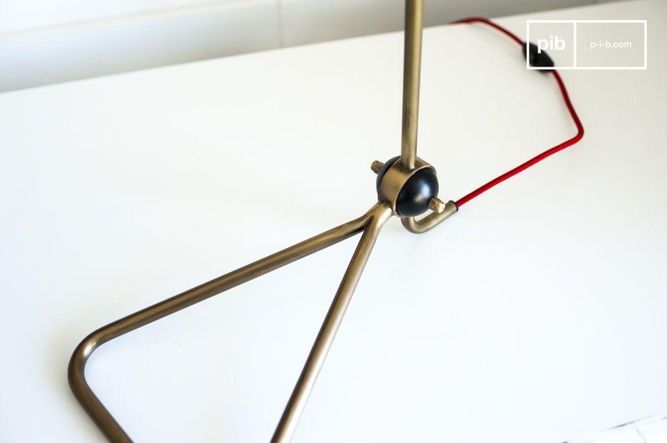 Die Lampe Kelly ist eine schöne Design Leuchte mit einer feinen Struktur
