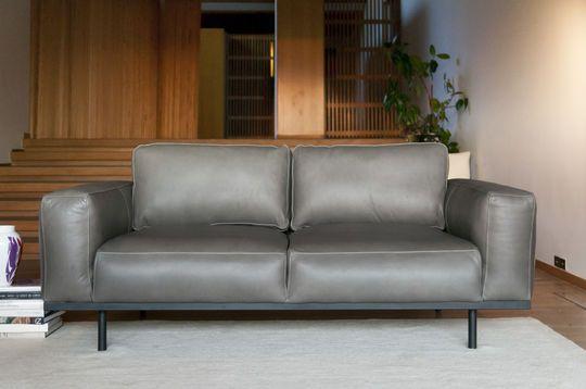 Mandel Sofa aus grauem Leder