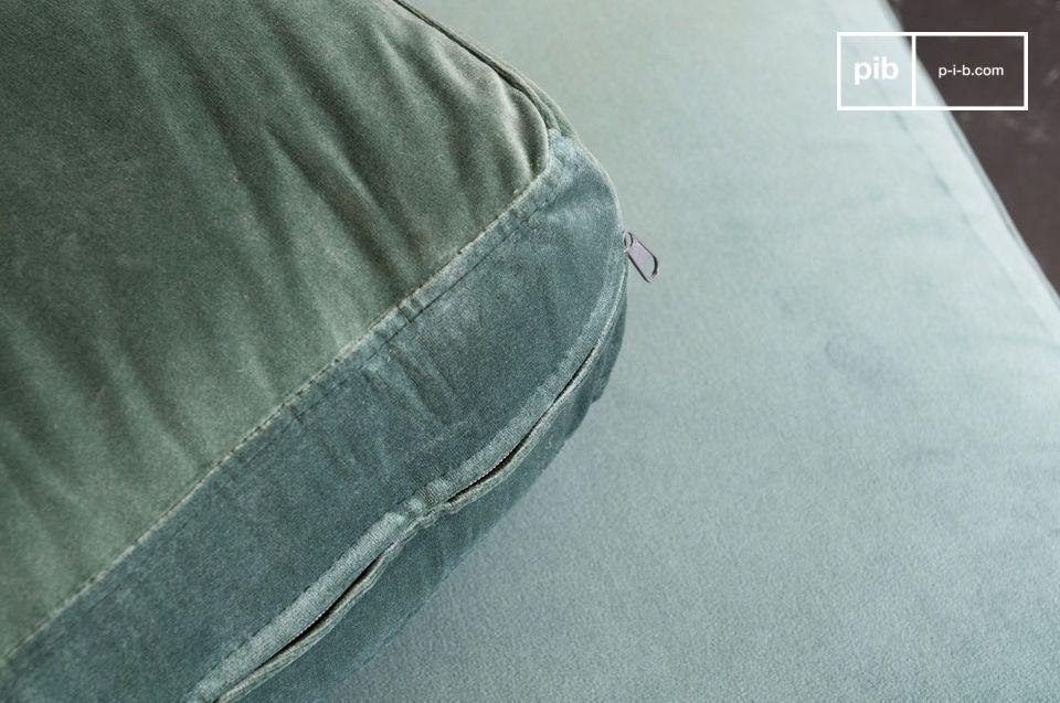 Ein Sofa, das die Weichheit von Samt mit der Eleganz von Marmor verbindet.