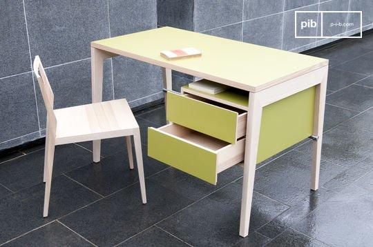 Schreibtisch mit Schubfächern Nöten