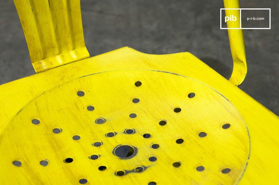 Entscheiden Sie sich für einen robusten Stuhl, der aus Metall und der leicht ist