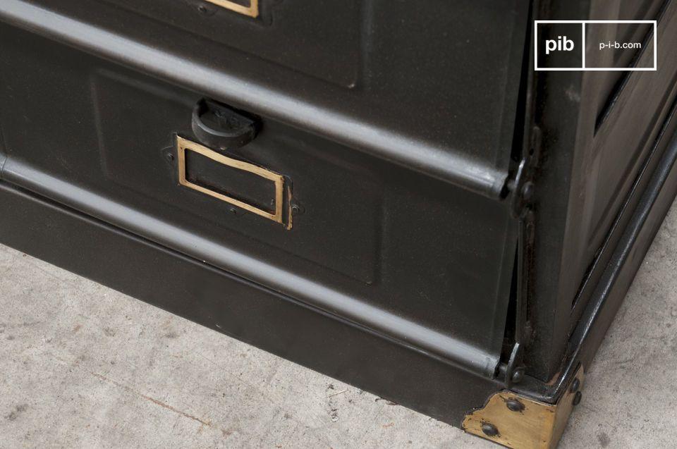 Dieses Werkstattmöbel im resoluten Industrial Vintage Style wird das ganz besondere und praktisches